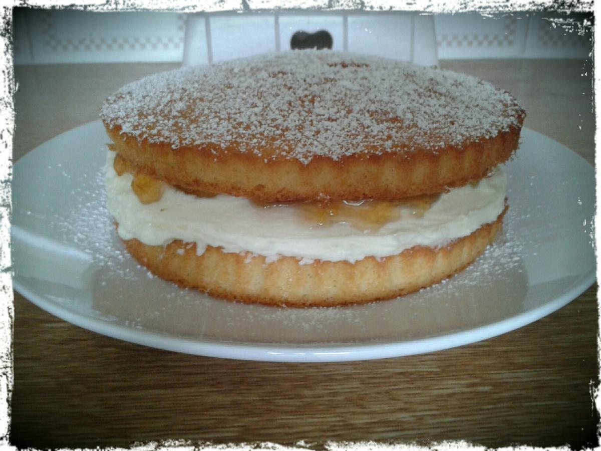 A Quintessentially English (and delicious!) Victoria Sponge Cake
